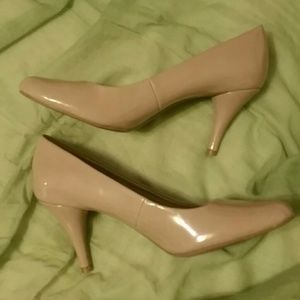 Bandolino Patwnt Leather Nude Pumps/Heels